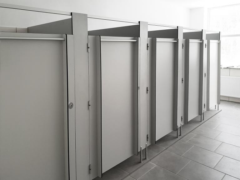 kabiny sanitarne z laminatu