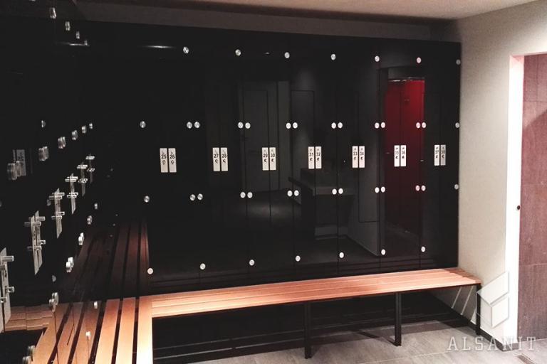 szafy ze szklanymi drzwiami